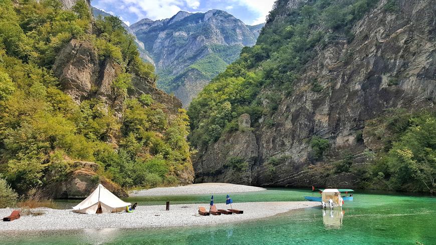 Lago di Koman Vado in Albania