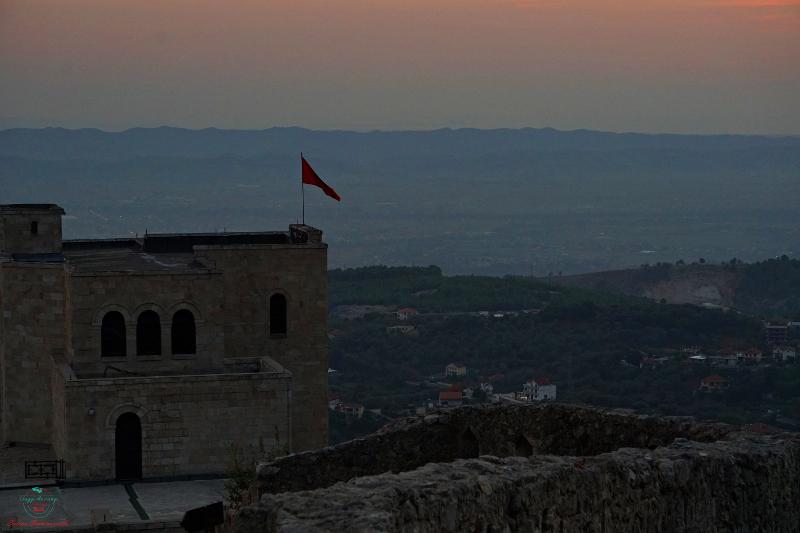 Krujë e berat tramonto castello