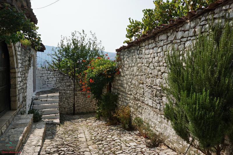 Krujë e berat case di pietra fortezza berat