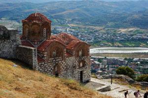 Krujë e berat chiesa ortodossa della santissima trinità fortezza berat