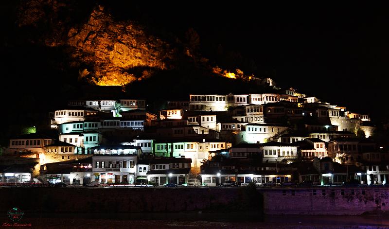Kruje e Berat case tipiche di notte