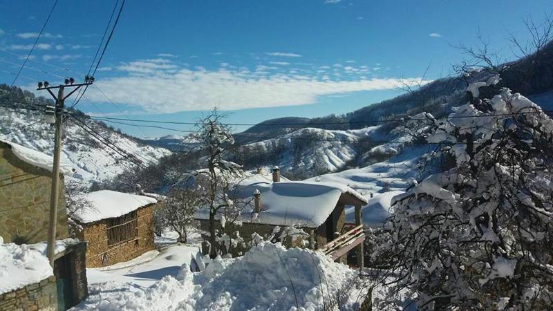 Epifania in montagna in Albania | Veduta delle montagne innevate da Dardhë, piccolo villaggio situato nel sud dell'Albania