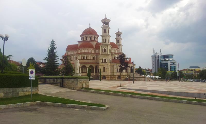Epifania in montagna in Albania | La Cattedrale della Resurrezione di Korça è la cattedrale ortodossa più grande di tutta l'Albania. All'interno affreschi dei santi