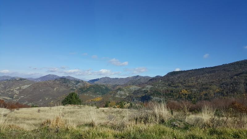 Epifania in montagna in Albania | panorama che si vede quando si raggiunge Dardhë, strada di montagna con una vista spettacolare
