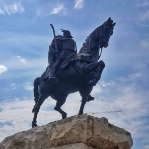 Visita di Tirana in un giorno, daily Tour, tirana piazza Saknderbeg