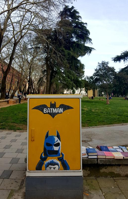 Visitare Tirana, disegno Batman