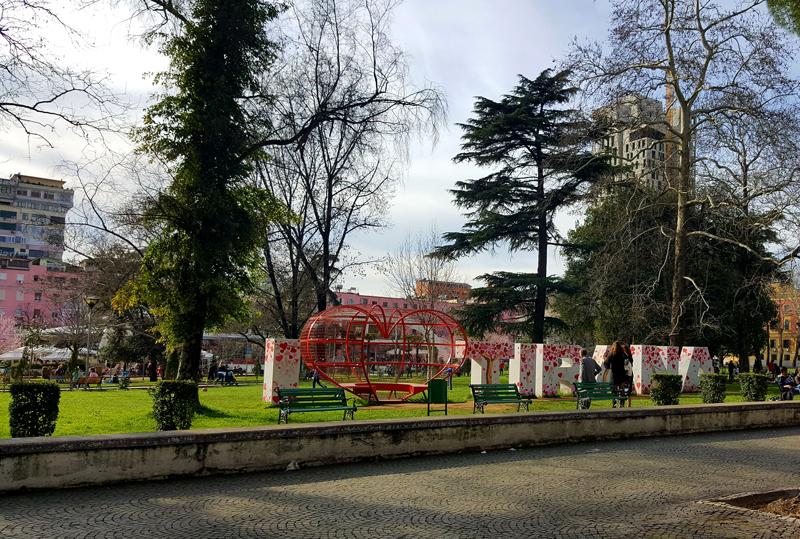 Visitare Tirana, I Love Tirana parco Rinas