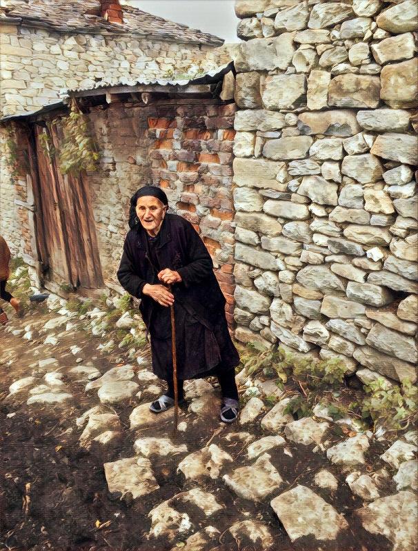 Volontariato in Albania, gruppo volontariato Albania Signora anziana albanese