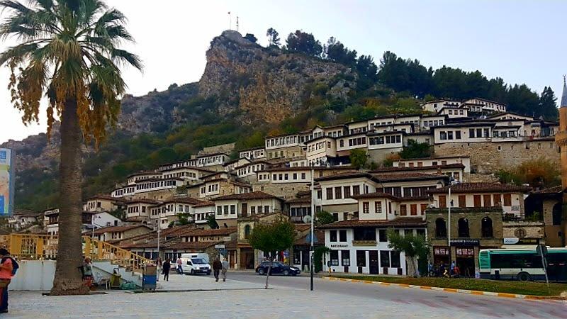 Itinerari in Albania, Berat, città dalle finestre affiancate