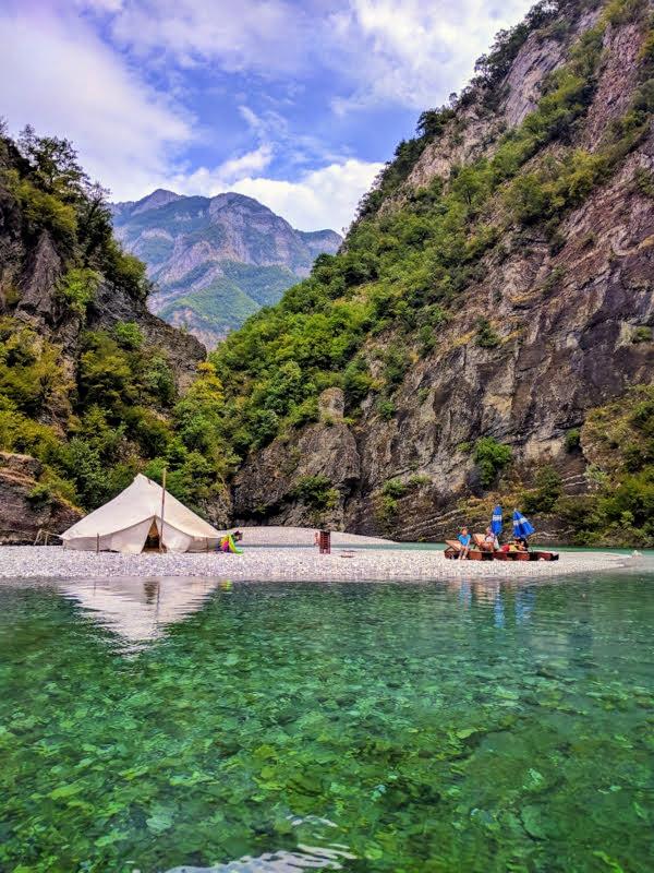 Itinerari in Albania Shala river