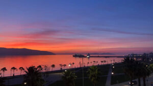 Valona turismo lungomare al tramonto