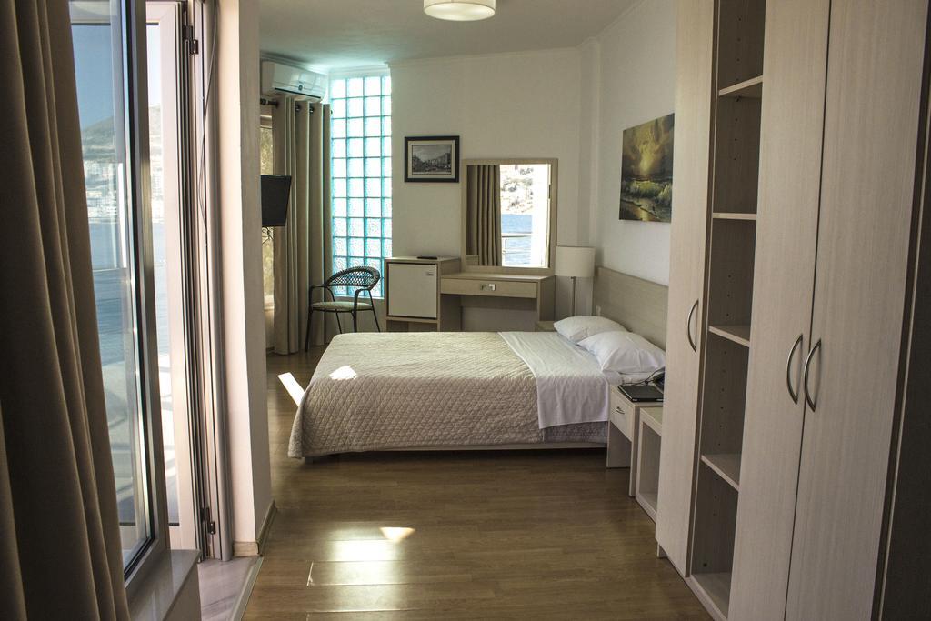Hotel a Saranda, Titania