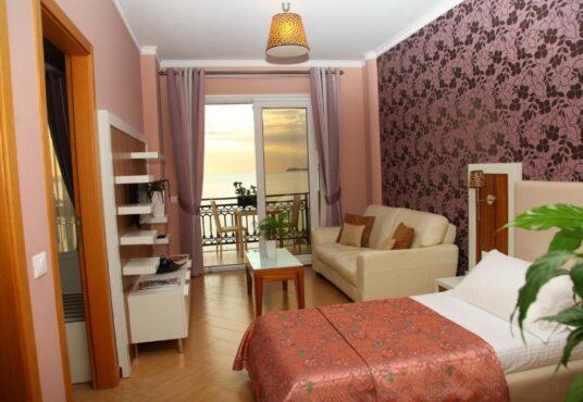 Hotel Valona, Gold