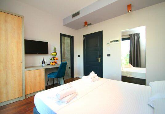 Hotel Valona, A&G