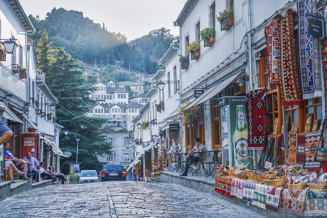 Gjirokastro centro storico, bazar, artigianato locale