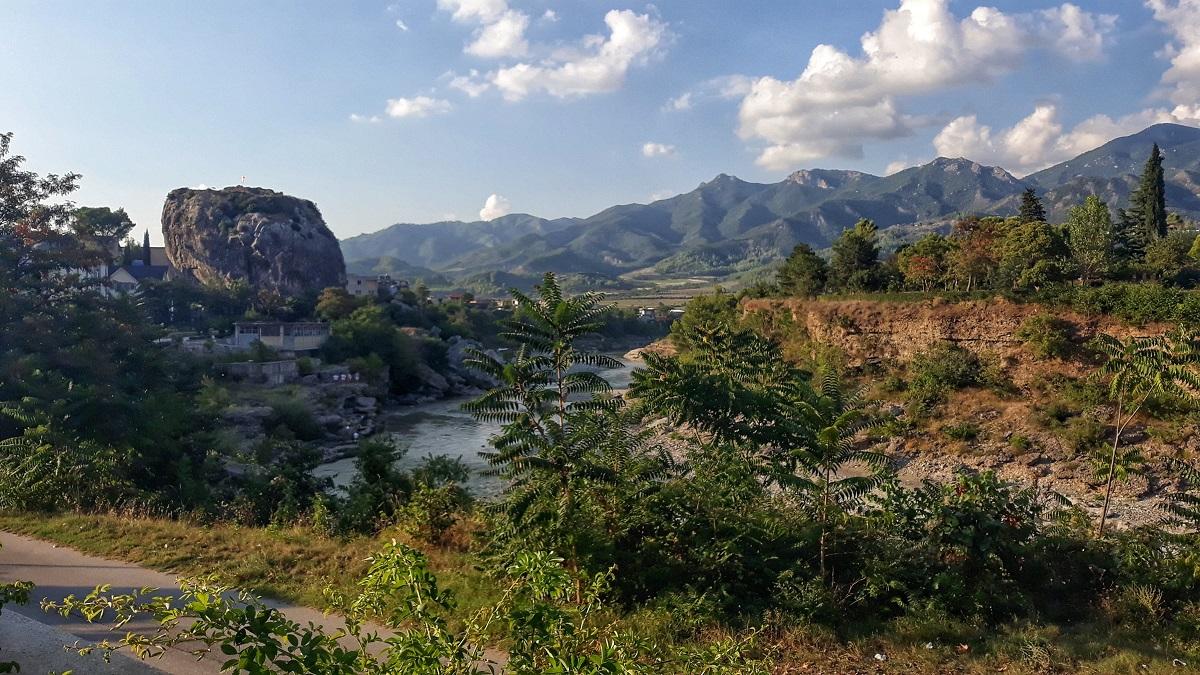Permet albania, vista panoramica fiume